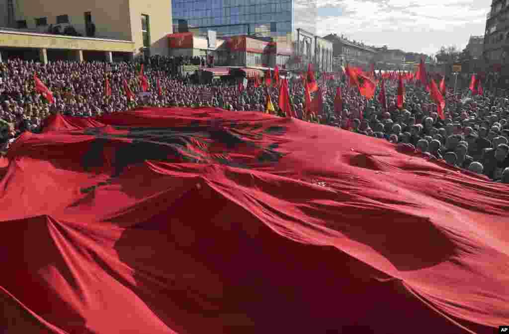 Kosovoda hukumatga qarshi namoyish