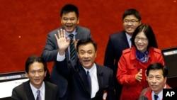 蘇嘉全(中)2016年2月1日當選台灣立法院長(美聯社)