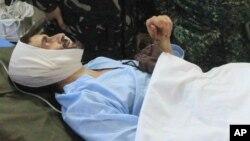 El rehén suizo Lorenzo Vinciguerra es atendido en un hospital militar en Jolo, al sur de Filipinas.
