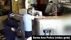 Quang cảnh vụ cướp được máy quay an ninh ghi lại.