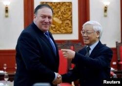 TBT ĐCSVN Nguyễn Phú Trọng tiếp Ngoại trưởng Mỹ Mike Pompeo (trái), tháng 7/2018