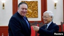 Ông Pompeo gặp Tổng bí thư Nguyễn Phú Trọng trong chuyến thăm Việt Nam hồi tháng Bảy.
