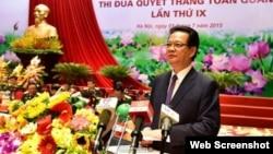 Thủ tướng Nguyễn Tấn Dũng tới dự và phát biểu tại Đại hội Thi đua Quyết thắng toàn quân lần thứ IX ngày 1/7/2015. (Ảnh chụp màn hình trang web nguyentandung.org).