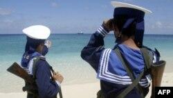Hải quân Việt Nam tuần tra trên quần đảo Trường Sa, hình chụp ngày 13/4/2010
