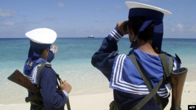 Hải quân Việt Nam tuần tra trên quần đảo Trường Sa (hình chụp ngày 13/4/2010)