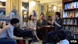 台湾作者陈奕廷最近在香港的新书发布会主要在独立书店举行,他表示新书没有在香港的大型连锁书店售卖,包括香港诚品书店都没有售卖。(美国之音汤惠芸拍摄)