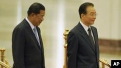 中国总理温家宝(右)与来访的柬埔寨总理洪森在北京