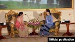 အိႏၵိယႏိုင္ငံ ျပည္ပေရးရာ၀န္ႀကီး Sushma Swaraj ႏွင့္ ႏိုင္ငံေတာ္အတိုင္ပင္ခံ ပုဂၢိဳလ္ ေဒၚေအာင္ဆန္းစုၾကည္တို႔ေတြ႔ဆံု (MOI)