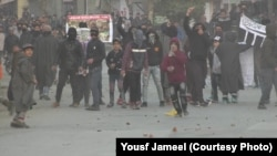سوپور میں نوجوان مظاہرین اور سیکیورٹی فورسز میں جھڑپیں۔ 9 فروری 2018