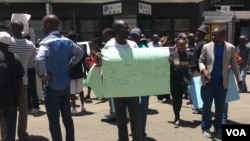 """Toilet tissue"" is the term some Zimbabweans give to the newly introduced bond notes. Police used water cannons and tear gas to disperse demonstrators in Harare, Nov. 30, 2016. (S. Mhofu/VOA)"