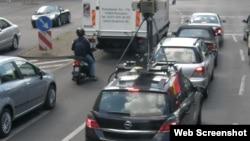 گوگل کار مصروف سڑک پر