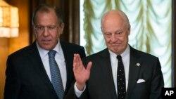 Le ministre russe des Affaires étrangères Sergueï Lavrov, à gauche, et Staffan de Mistura, envoyé spécial de l'ONU pour la Syrie, à Moscou le 3 mai 2016.