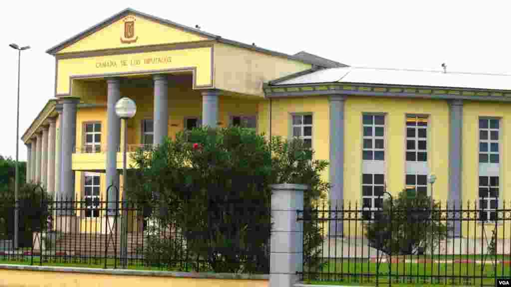 Le nouveau bâtiment du parlement de la Guinée équatoriale à Bata