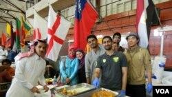 Ahmed Abdul Moiz bersama teman-temannya di perguruan tinggi Institut Teknologi Michigan.