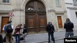 星期二媒體在谷歌公司在法國巴黎的總部外。