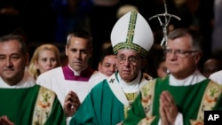 El papa Francisco llega al Madison Square Garden para celebrar misa ante una multitud de 20.000 fieles. Viernes 25 de septiembre de 2015.