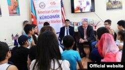Kürdəmir Rayon Mərkəzi Kitabxanasında Amerika guşəsi açılıb