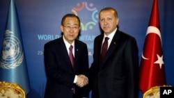 Генсек ООН Пан Ги Мун и президент Турции Реджеп Тайип Эрдоган. Стамбул. 23 мая 2016 г.