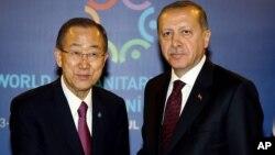Babban Sakataren MDD Ban Ki-moon da Shugaban Turkiya Erdogan a wurin taron koli na duniya akan 'yan gudun hijira