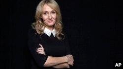 J.K. Rowling ha escrito su tercera novela para adultos usando el seudónimo de Robert Galbraith.