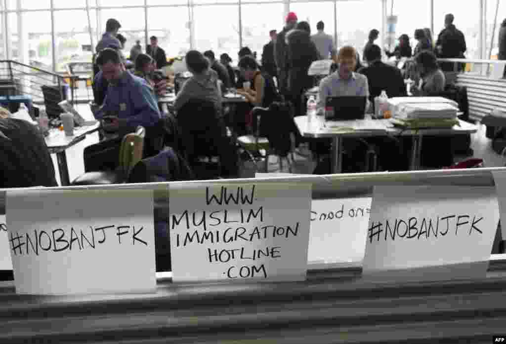 Nyu-York xalqaro aeroportida Prezident Tramp siyosatiga qarshi namoyishlar