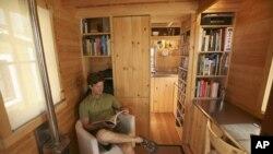 Malo, ali ne tako malo da se ne bi moglo živjeti i udobno i sretno: Jay Shafer u svojoj majušnoj kućici