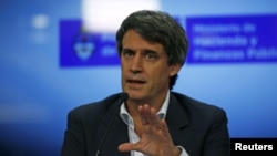 FILE - Argentina's Finance Minister Alfonso Prat-Gay