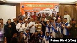 Para pembicara dan peserta diskusi Mewaspadai Gerakan Kelompok Teroris Guna Menciptakan Situasi Kamtibmas Pilpres dan Pileg yang Aman, Damai, dan Sejuk di Surabaya (foto: VOA/Petrus Riski)