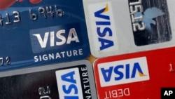 Aturan yang mewajibkan penyedia kartu kredit untuk menyerahkan semua rincian transaksi kepada kantor pajak telah ditunda.