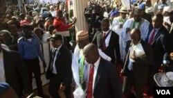 Dan takarar shugaban aksa Atiku Abubakar a wajen gangamin yakin neman zabensa a Sokoto