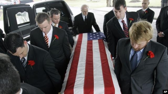 Quan tài của nhà ngoại giao John Granville bị sát hại ở Sudan được đưa đến nhà thờ ở New York để làm lễ, 9/1/2008 (Ảnh lưu trữ)