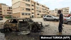 لیبیا میں بمباری سے گاڑیوں اور املاک کو نقصان پہنچ رہا ہے۔ 9 مئی 2020