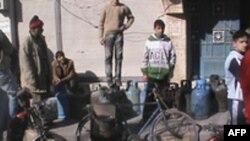 Xếp hàng chờ đổi bình gas tại thành phố Homs, Syria, ngày 25 tháng 11, 2011