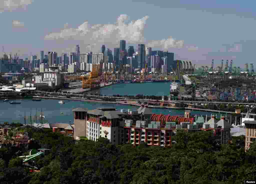 2018年6月4日,聖淘沙島和新加坡中央商務區的天際線。川金會於6月12日在聖陶沙的嘉佩樂酒店(Capella Hotel)舉行。新加坡是城邦國家,面積狹小,有500萬人和大量財富, 而且遍布美景。