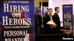 지난 3월 뉴욕에서 전현직 군인들을 대상으로 열린 직업 박람회. (자료사진)
