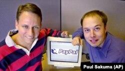 Головний виконавчий директор PayPal Пітер Тіль і засновник Ілон Маск. Каліфорнія. 2000 рік