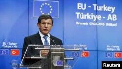 Прем'єр-міністр Туреччини Ахмет Давутоглу на прес-конференції після саміту в Брюсселі