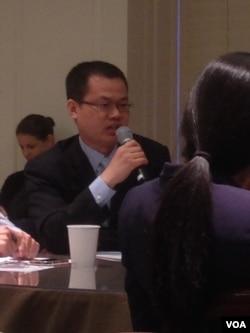 王式全,中国驻美大使馆3等秘书(美国之音 钟辰芳拍摄)