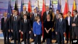 Lideri balkanskih država sa liderima Francuske i Nemačke na samitu o Zapadnom Balkanu u Berlinu, Foto: AP Photo/Michael Sohn, pool