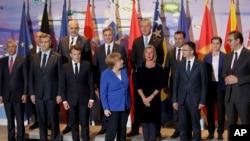 Predstavnici Zapadnog Balkana i Nemače i Francuske na samitu u Berlinu (Foto: AP Photo/Michael Sohn)