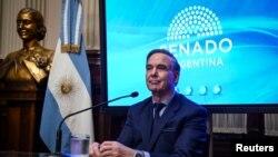 El presidente Macri hizo el anuncio a pocas semanas de que la principal opositora a su gobierno, la exmandataria Cristina Fernández, anunció que será candidata a vicepresidenta.