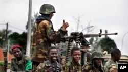 Binh sĩ Seleka ngồi trên xe tải ở Bangui, Cộng hòa Trung Phi, 6/12/2013