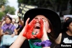خواتین نے دفاتر، جامعات اور سرکاری اداروں سے غیر حاضر رہنے کا اعلان کیا تھا۔