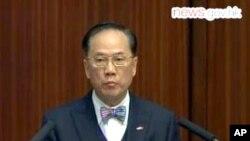 香港特首曾荫权于立法会答问大会上致歉