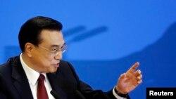 Thủ tướng Trung Quốc Lý Khắc Cường trong cuộc họp báo sau khi kết thúc cuộc họp Quốc hội ở Bắc Kinh ngày 16/3/2016.
