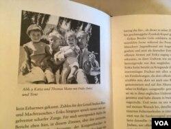 历史的一页 - 童年时代的弗里德.曼(左一)与祖父母 – 托马斯和卡蒂娅.曼还有弟弟托尼1940年代在加州 – 这张照片被收在弗里德.曼撰写的回忆录里。 来源: Natalie Liu/VOA