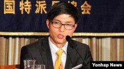 탈북자 신동혁 씨가 27일 일본 도쿄도 지요다구 덴키빌딩에서 열린 일본외국인특파원협회(FCCJ) 주최 강연에서 발언하고 있다.