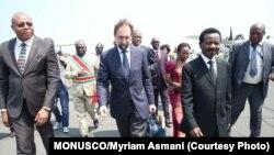Le Haut-Commissaire des Nations Unies aux droits de l'homme, Zeid Ra'ad Al Hussein (centre), lors de sa visite en République démocratique du Congo en juillet 2016.