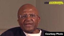 Desmond Tutu, archevêque anglican émérite, prix Nobel de la paix en 1984 pour son engagement contre l'apartheid en Afrique du Sud (Photo Help Age Int'l)