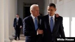 副总统拜登(左)同奥巴马总统